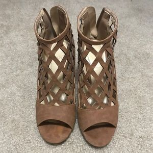 Shoes - !BOGO FREE! EUC Brown Heels